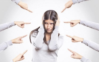 ir-de-victima-y-culpar-a-los-demas-de-todos-nuestros-problemas-es-lo-mas-facil-pero-tiene-serias-consecuencias-istock-420
