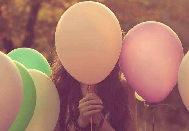 Nous sommes des ballons pleins d'émotions dans un monde rempli d'aiguilles