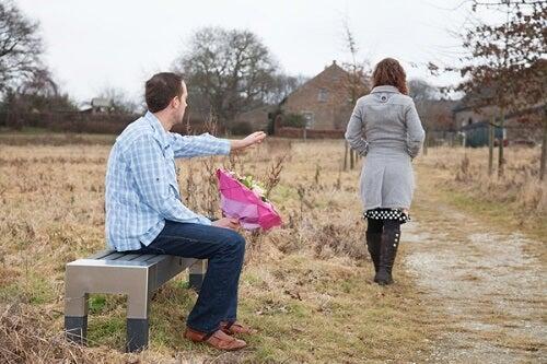 11 attitudes que vous devriez éviter lorsqu'une relation se termine