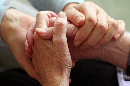 Savoir dire adieu : la plus difficile des conversations à avoir avant de mourir