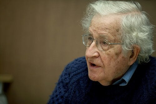 13 citations du grand penseur Noam Chomsky