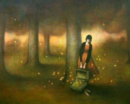 Femme-avec-une-valise-pleine-de-papillons