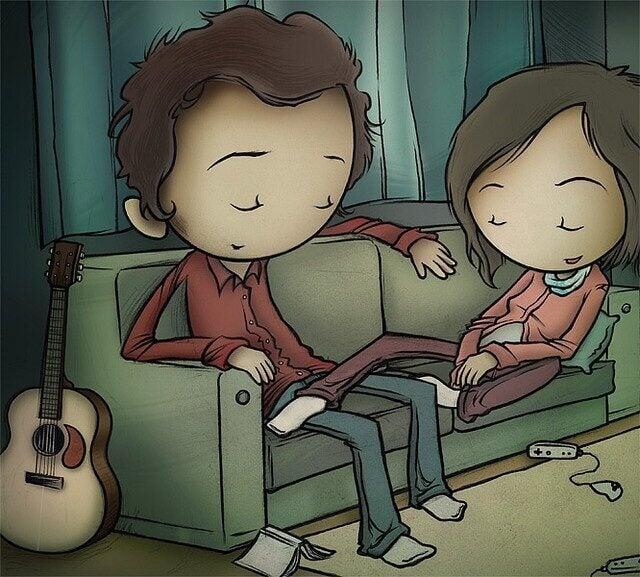 Couple-assis-dans-le-canape