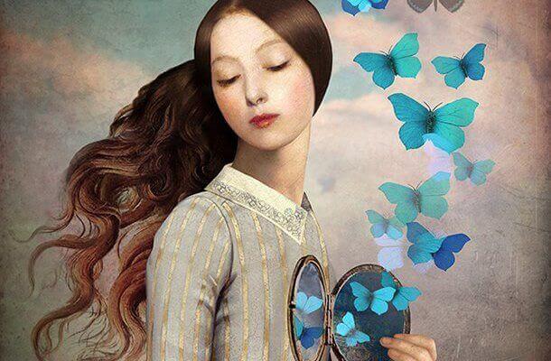 Femme-ouvrant-son-coeur-et-liberant-des-papillons