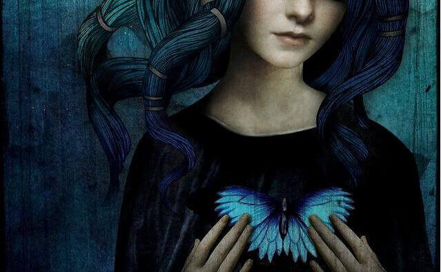 mujer-corazón-de-mariposa