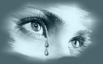 regard d'une femme qui pleure