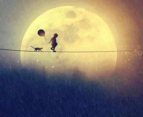 Enfant-marchant-avec-un-chat-et-un-ballon-pres-de-la-lune