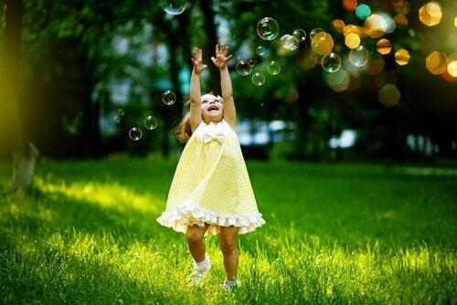 8 façons de vous réconcilier avec votre enfant intérieur et d'être plus heureux