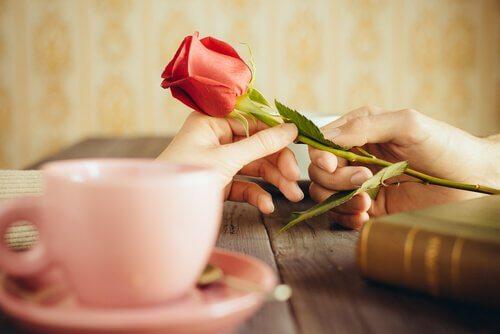 """6 manières de dire """"je t'aime"""" sans le dire"""