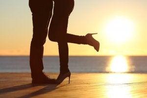couple-coucher-du-soleil