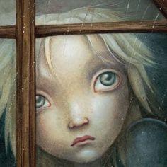 enfant-blond-regardant-par-la-fenetre