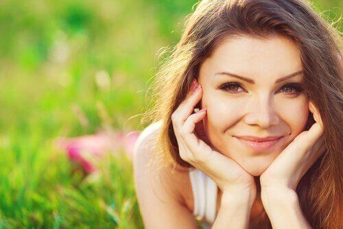 femme-souriante-heureuse