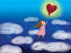 niña-volando-globo-cielo