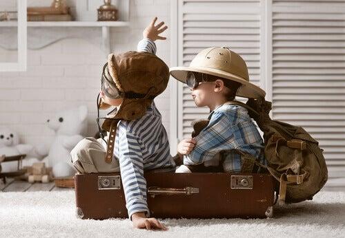 Enfants-jouant-sur-un-avion