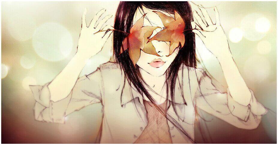 Fille-avec-le-visage-recouvert-d'une-feuille
