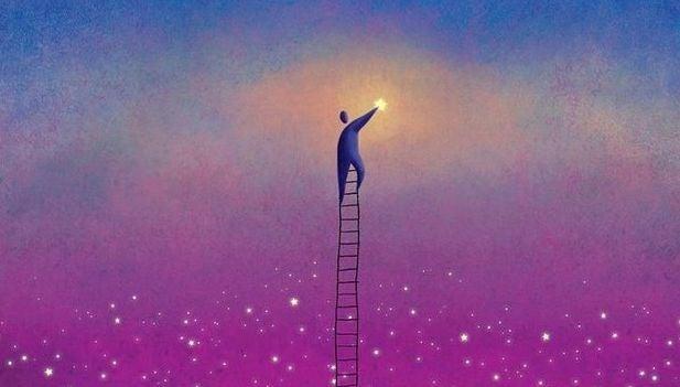 Homme-suspendu-sur-echelle-touchant-la-lune