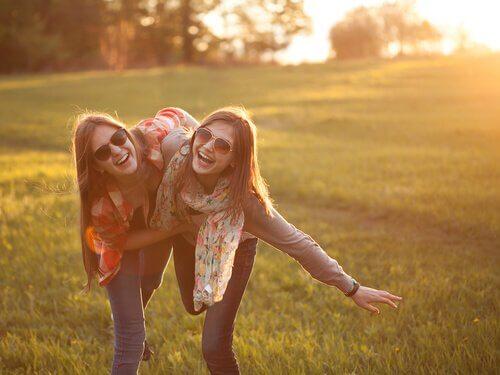 amies heureuses