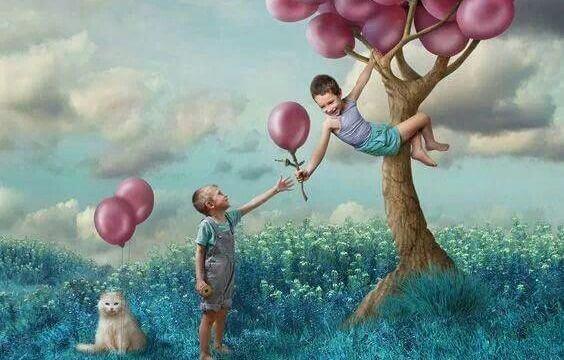 enfants avec des ballons