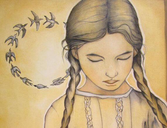 fille avec des oiseaux dans les cheveux