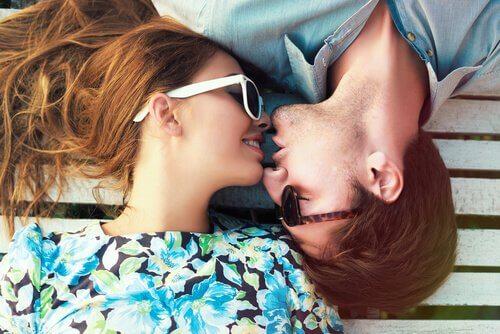 Pourquoi nous embrassons-nous ?