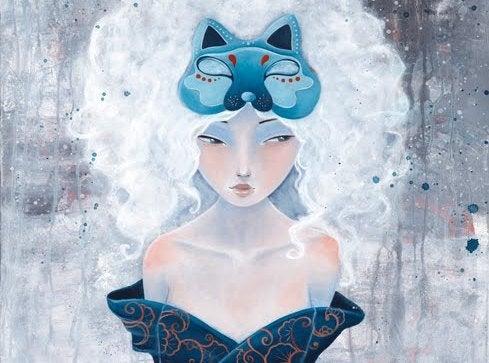 Femme-avec-masque-bleu-sur-la-tete-et-cheveux-blancs-souffrant-des-comparaisons