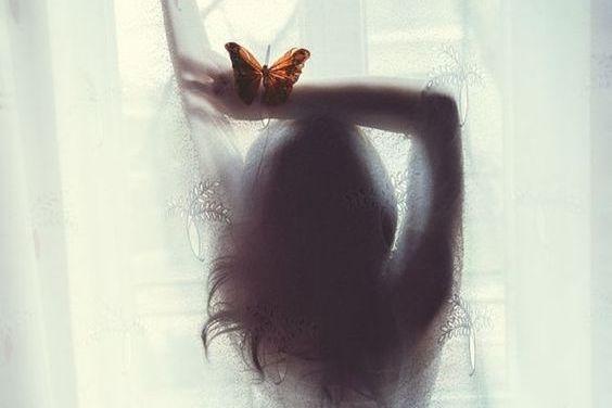 Femme-et-papillon