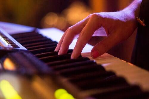 Mano-tocando-piano