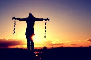 Mujer-cadenas