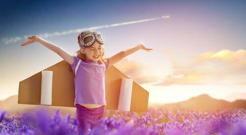 Niño-jugando-a-volar