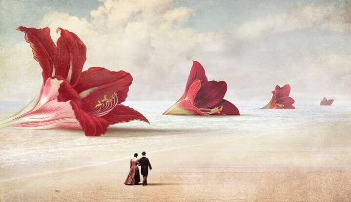 couple devant des fleurs geantes