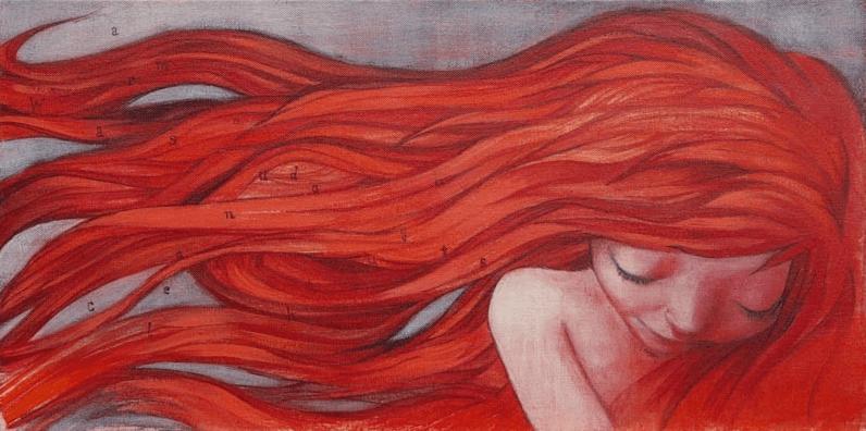 femme avec les cheveux rouges
