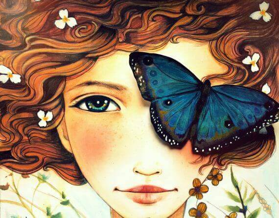femme avec un papillon sur l'oeil