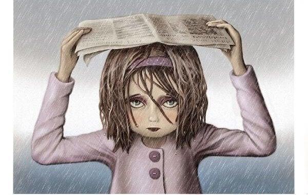 femme se protegeant de la pluie