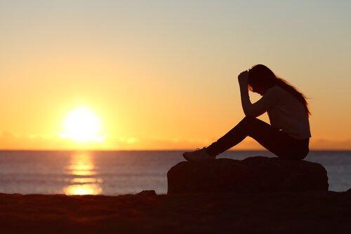 Femme-coucher-du-soleil-souffrance