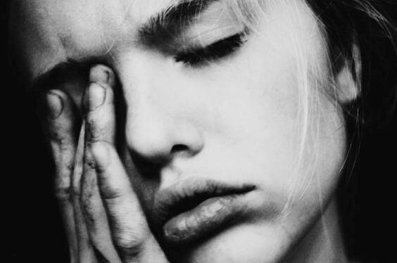 Femme-souffrant-de-migraine