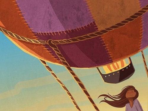 Fille-voyageant-dans-un-ballon-fait-ce-qu'elle-aime-500x374