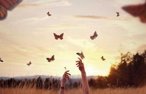 Mains-papillons-e1455365534937
