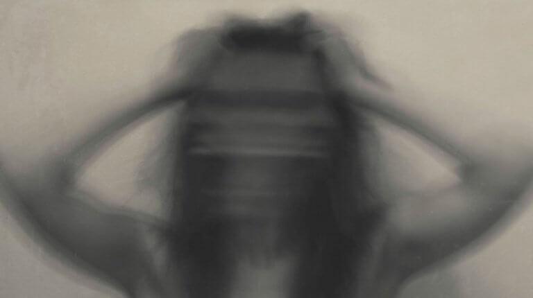 mujer-borrosa-con-ansiedad-768x430