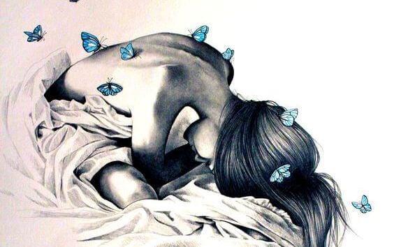 mujer-con-mariposas-en-la-espalda