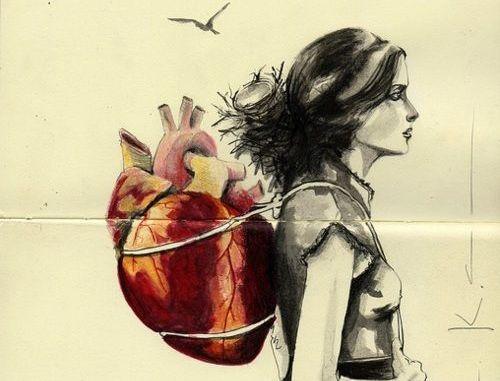 Femme-coeur-sur-l'epaule