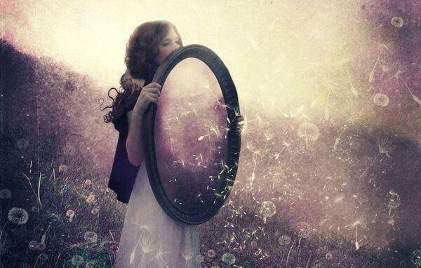 La loi du miroir : ce que vous voyez chez les autres est votre reflet