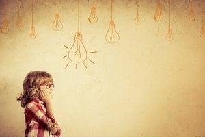 Fille-pensant-a-des-idees
