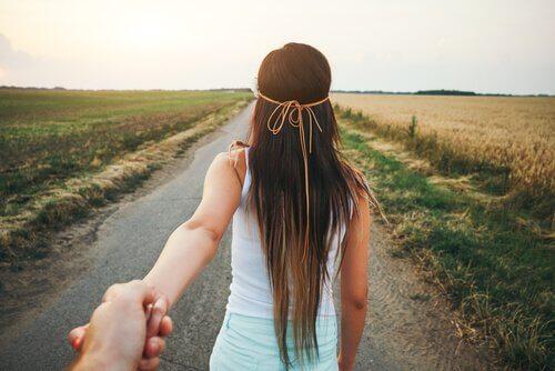 Si quelqu'un vous accompagne, vous irez plus loin