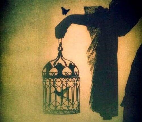 Un oiseau né en cage croit que voler est une maladie