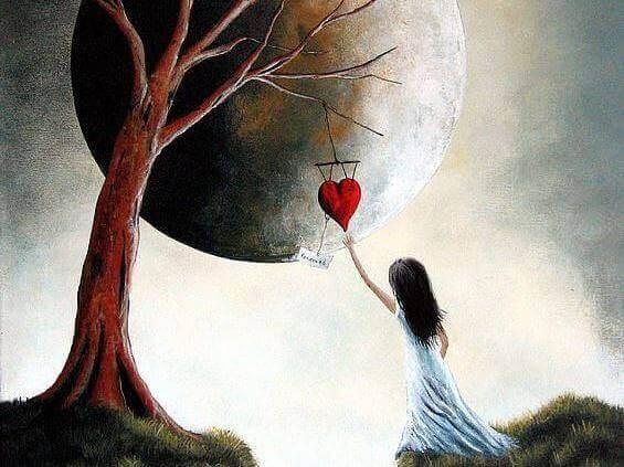 fille qui attrape un coeur accroche a un arbre