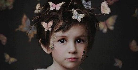 niño-con-mariposas-en-la-cabeza-e1456699760764