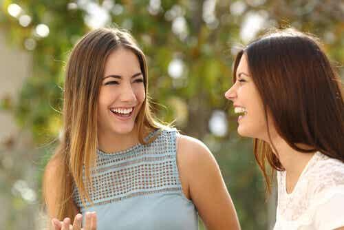 3 expressions du langage corporel qui vont feront paraître plus sympathique