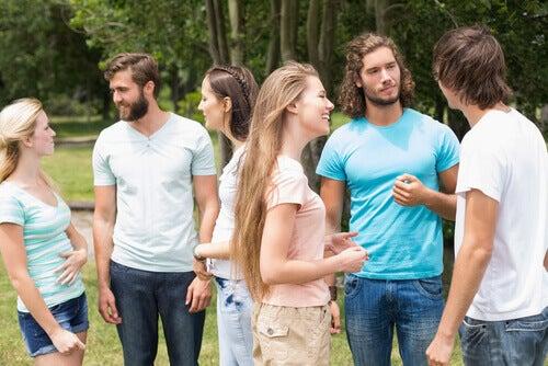 Amigos-hablando