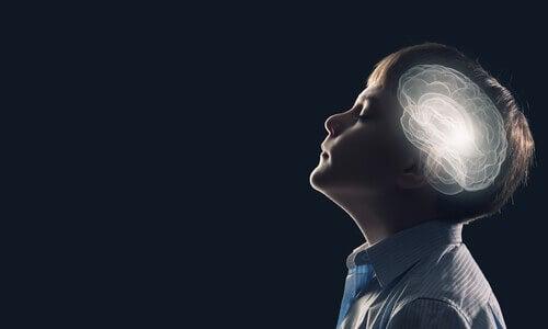 Enfant-cerveau-illumine