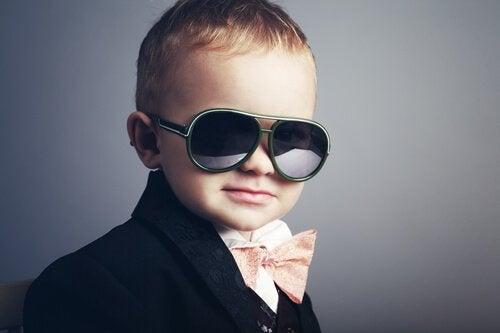 5 signes qui montrent que vous élevez un enfant narcissique